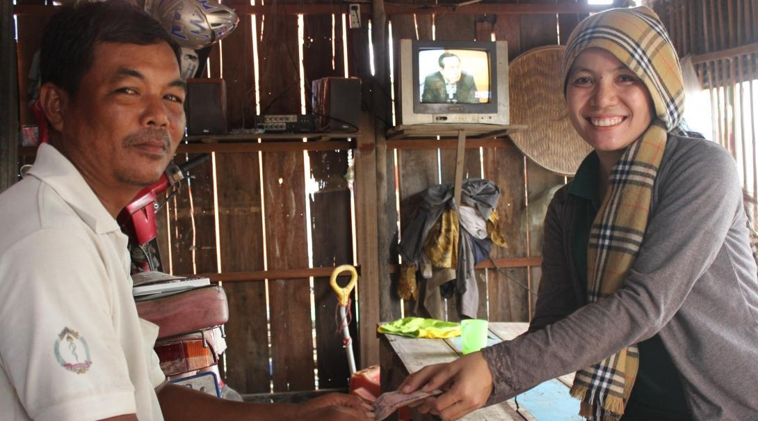 An intern works with local entrepreneurs as part of her Micro-finance placement in Cambodia